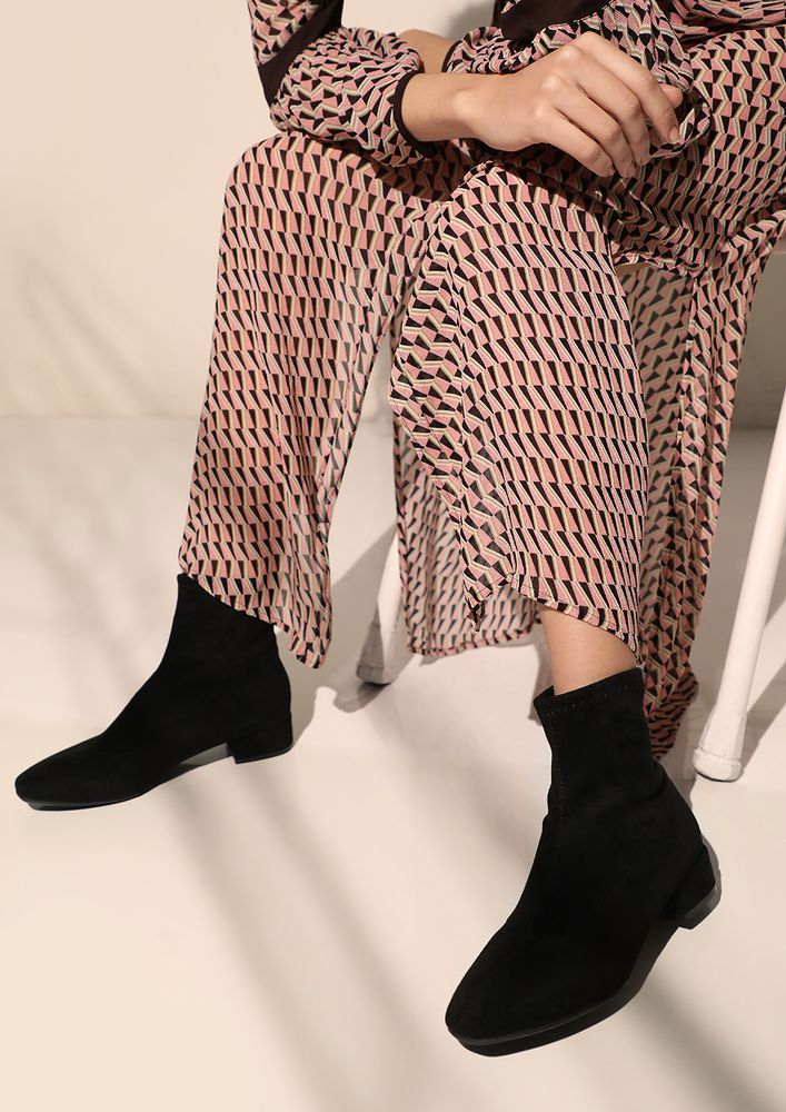 CHANGE YOUR ROUTINE BLACK BOOTS
