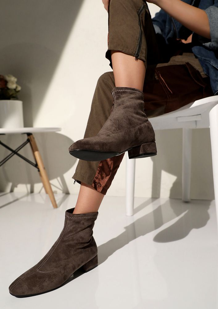 CHANGE YOUR ROUTINE KHAKI BOOTS