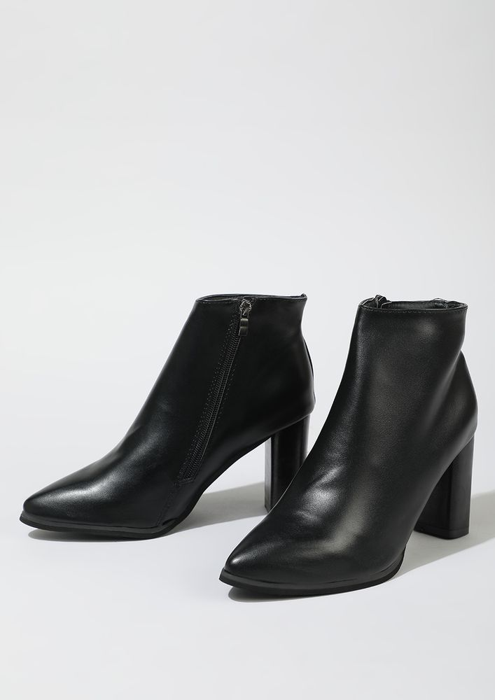 SUCH A MINIMALIST BLACK ANKLE BOOTS