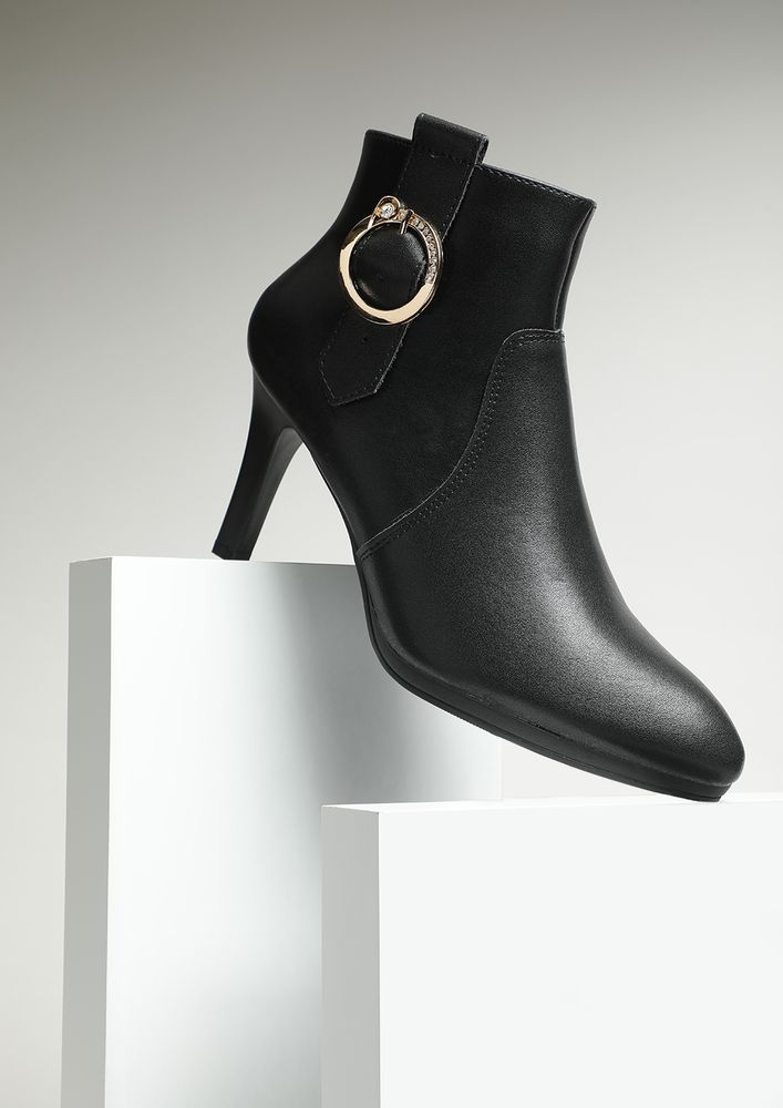 THE ELITE CIRCLE BLACK ANKLE BOOTS