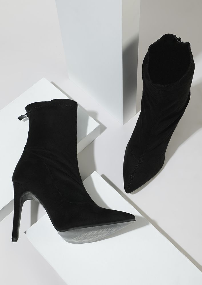 RISE AND HIGH BLACK ANKLE BOOTS