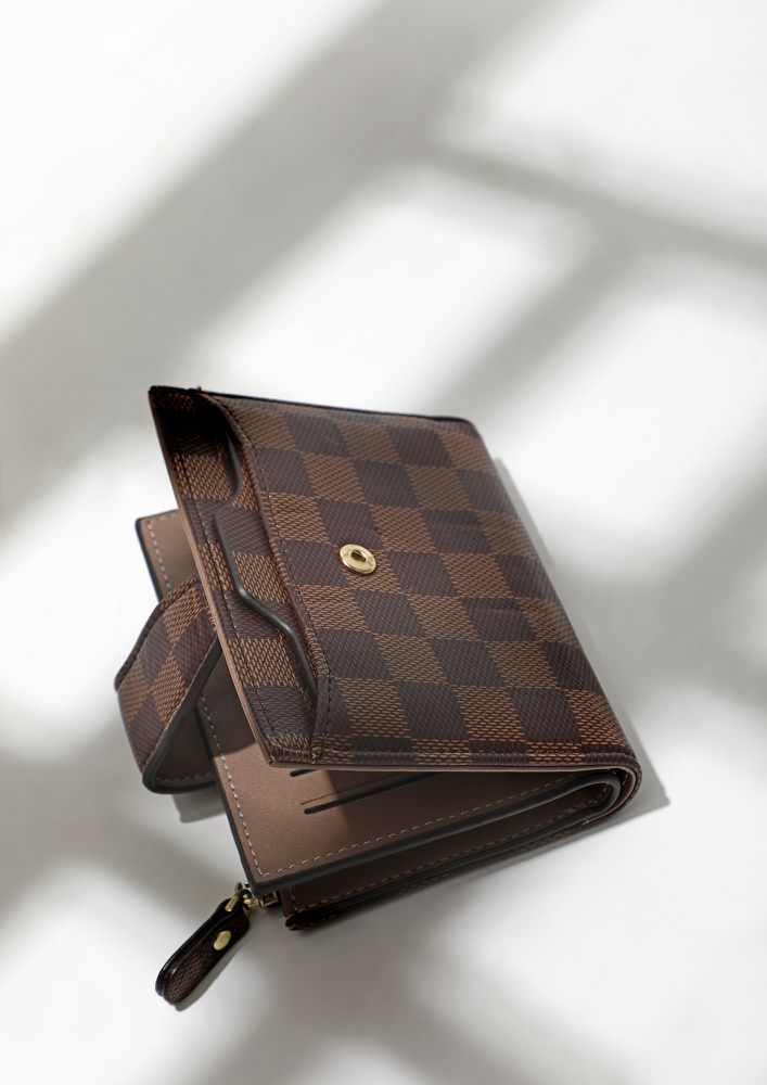 COMPACT AND MIGHTY BROWN CHECKED WALLET