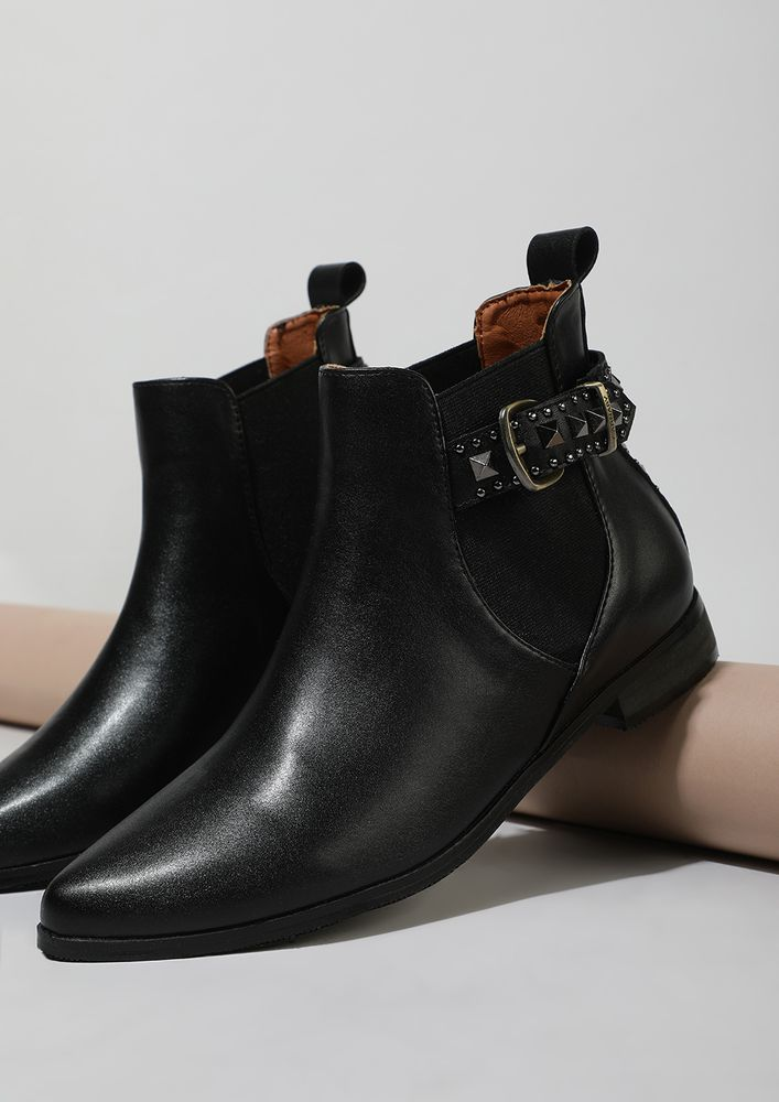SPIKE UP THE EDGES BLACK ANKLE BOOTS