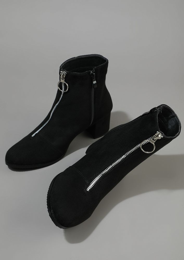 THE SERIOUS TALKER BLACK ANKLE BOOTS