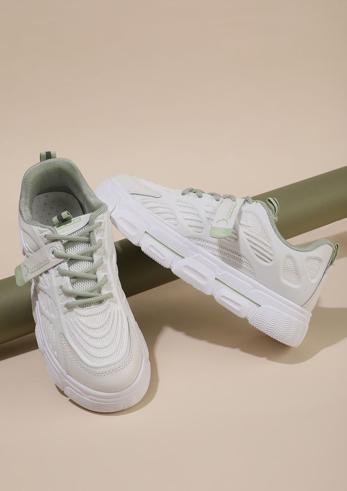 SPLITTING EFFECT GREEN PIPING WHITE CHUNKY TRAINERS