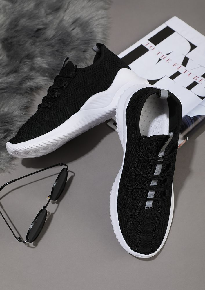 THE SPORTY HIGH-ROLLERS BLACK TRAINERS