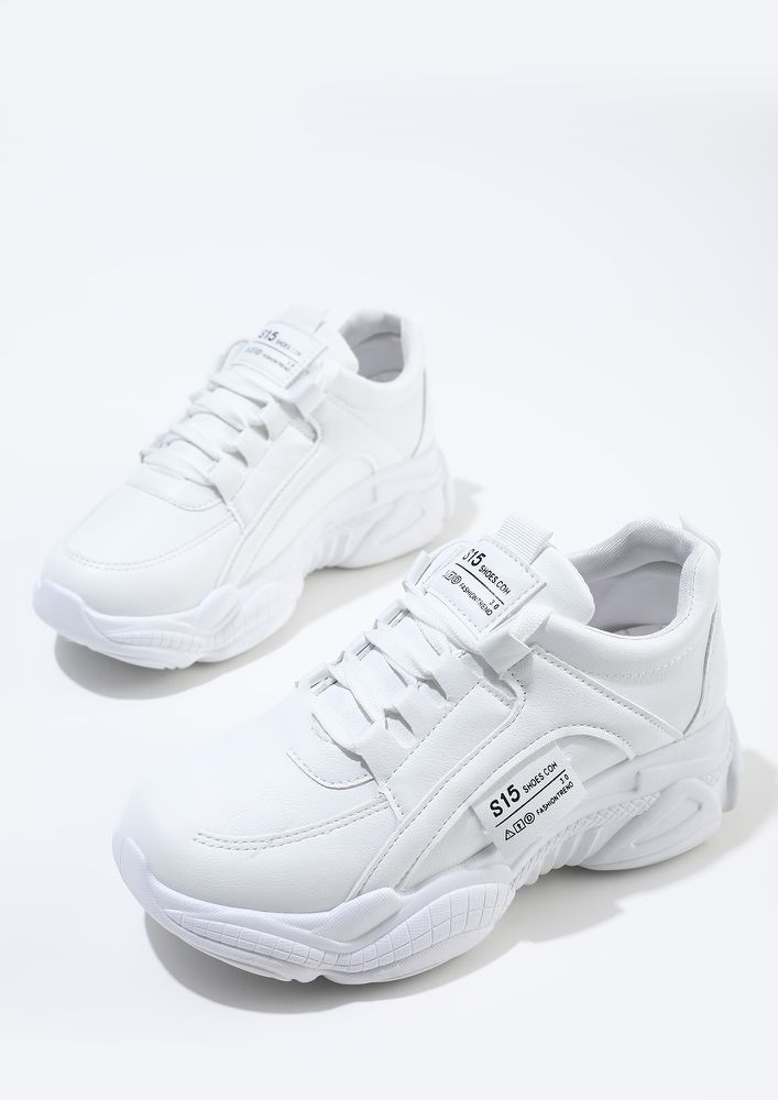 NEW WALK IN CLASSIC WHITE TRAINERS