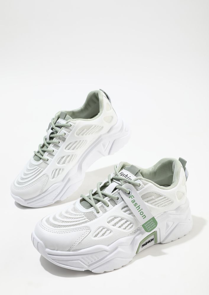 FITNESS MODE ON GREEN TRAINERS