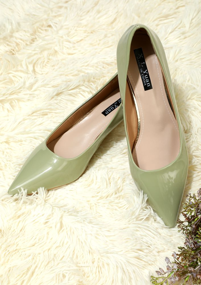WORTH A WHILE GREEN HEELED PUMPS