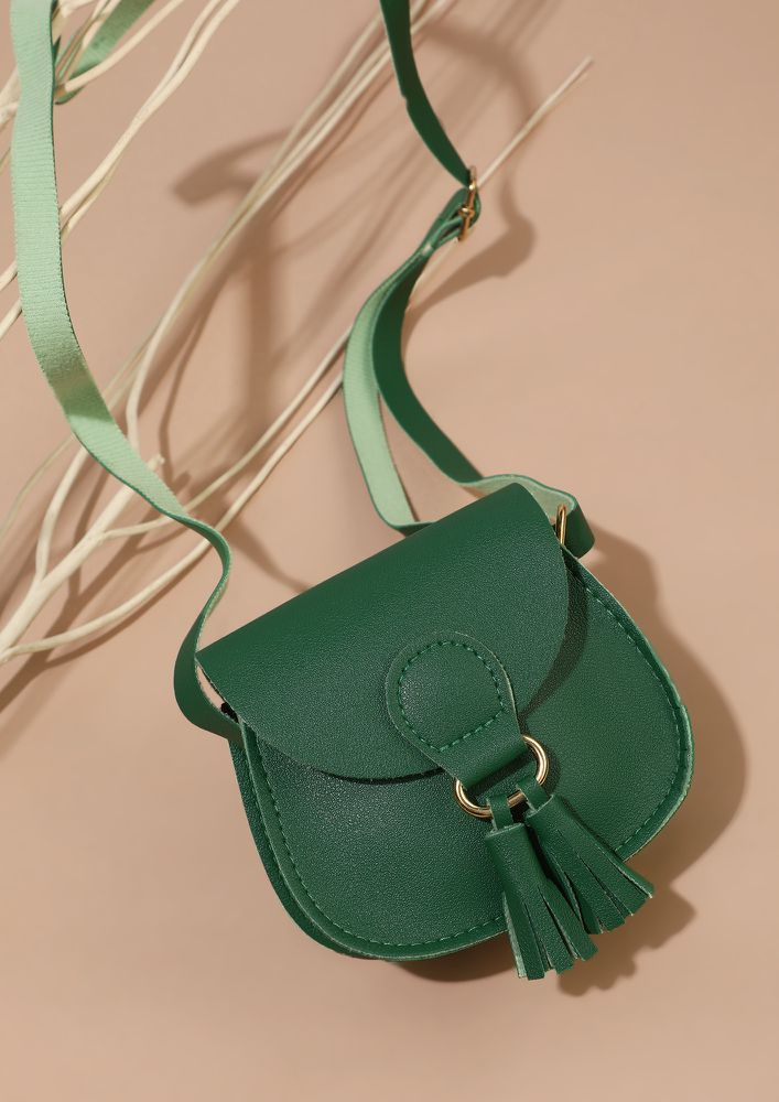 SHORT AND SWEET DELIGHT GREEN SLING BAG