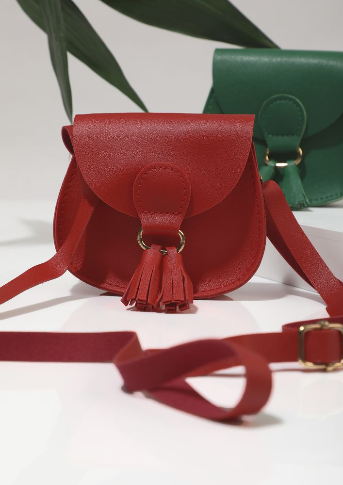 SHORT AND SWEET DELIGHT RED SLING BAG