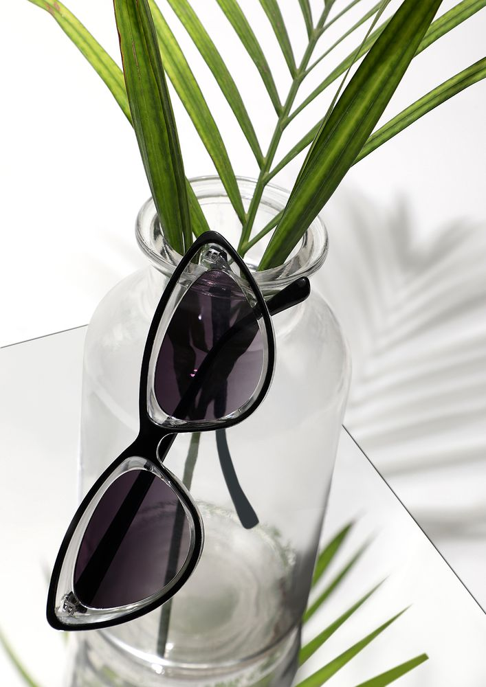 LOOKING BACK TO 80S GREY CATEYE SUNGLASSES