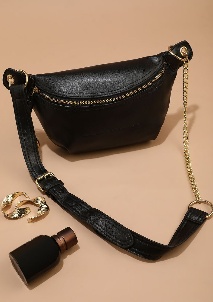 AROUND THE WORLD IN FASHIONABLE DAYS BLACK FANNY PACK