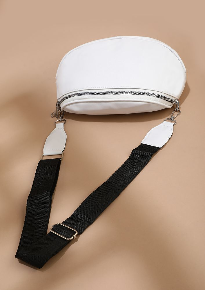 HANG IN THERE WHITE BUCKET BAG
