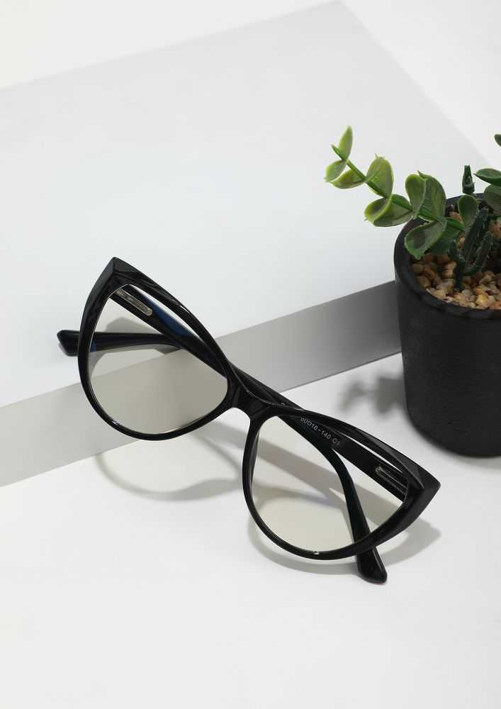 CATCH HOLD OF ME IN BLACK CATEYE GLASSES