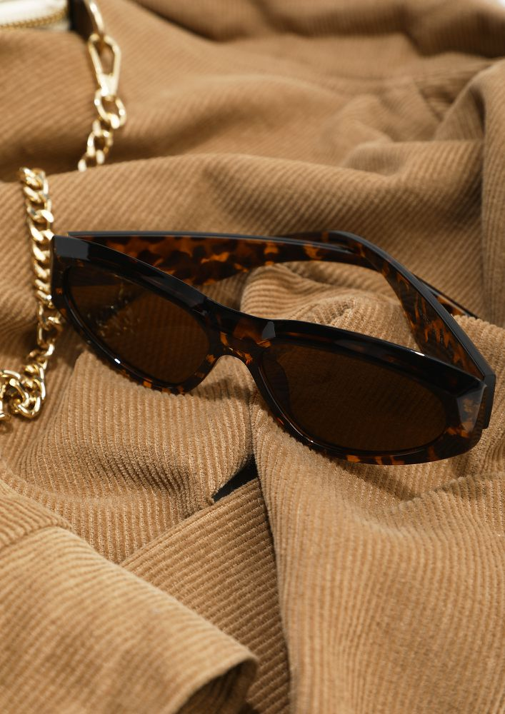 OUT AND ABOUT AMBER TEA WAYFARERS