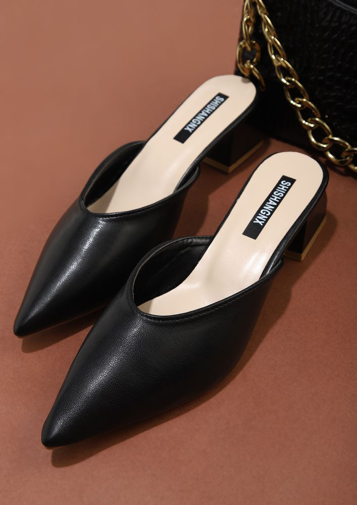 STAND OUT BLACK HEELED SANDALS