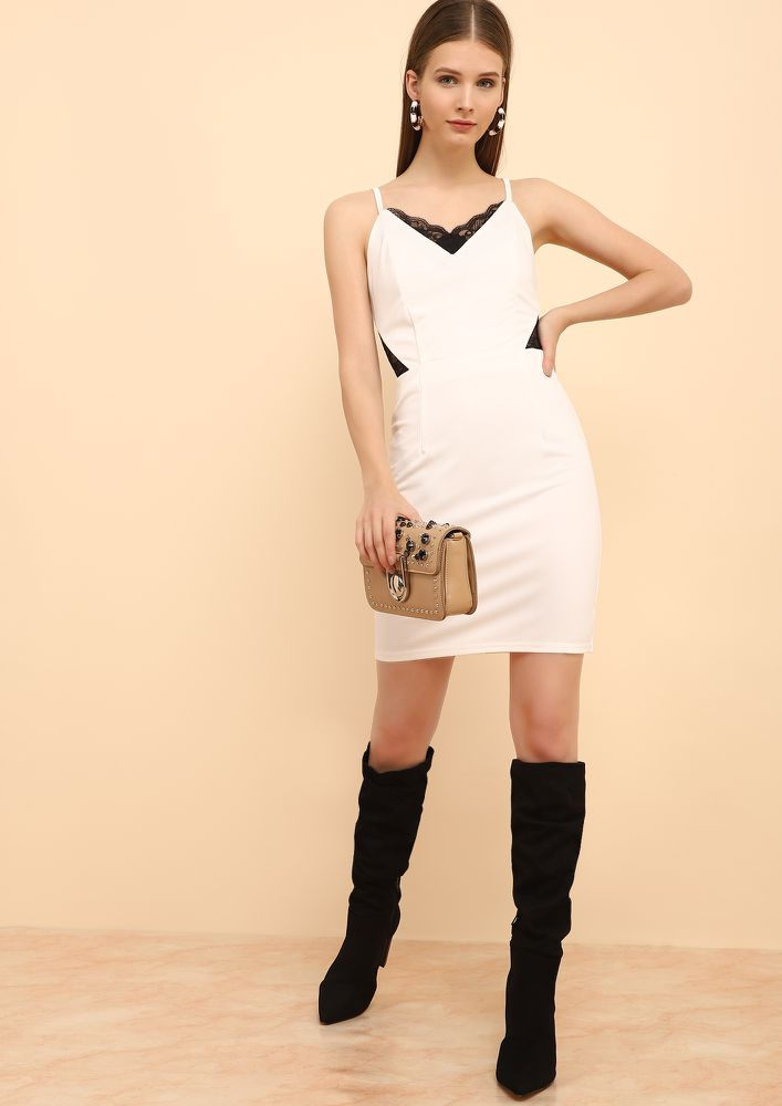 DRESSING GAME ON WHITE BODYCON DRESS